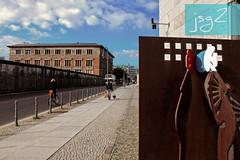Topografía del terror, Kreuzberg (Berlín / Alemania) (jsg²) Tags: berlin deutschland alemania berlín jsg2 fotografíasjohnnygomes johnnygomes fotosjsg2 unióneuropea europa europe ue europeanunion postalesdelmusiú germany federalrepublicofgermany bundesrepublikdeutschland martingropiusbau topografíadelterror policíasecretadelestado gestapo ss oficinacentraldeseguridaddelreich kreuzberg alemanianazi reichssicherheitshauptamt geheimestaatspolizei rsha topographiedesterrors nationalsozialismus nacionalsocialismo nazismo nazism