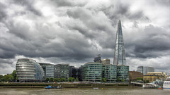 London skyline ... (miriam ulivi OFF /ON) Tags: miriamulivi nikond7200 england london skyline buildings fiume river thames theshard grattacielo skyscraper cielo sky nuvole clouds imbarcazioni boats 7dwf architecture