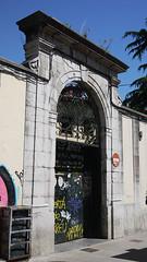 05-06-17 045 (Jusotil_1943) Tags: 050617 señales trafico puerta ornamental
