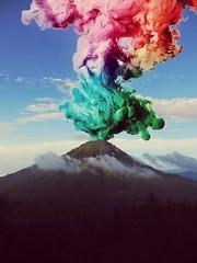 Hati terasa sesag dan ingin membludag.  #colour #mountain #smoke #ijen #banyuwangi (mukminc) Tags: colour banyuwangi ijen mountain smoke