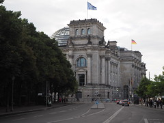 Berlin14 Reichstagsgebaude 1. Reconstruction completed in 1999. Taken by WR 2016-08-06. (kachigarasu) Tags: ドイツ ベルリン berlin ヨーロッパ ドイツの分離と統合 building city architecture 建築 建物 german reunification ドイツの再統一