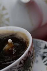 Kaffeetropfen13 (jugglingpics) Tags: drops tropfen kaffee tee