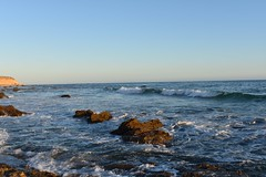 Wavy Pacific (frianbonjoster) Tags: crystalcove california sunset pacificocean newportbeach