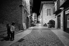 Juegos de noche (miguelangelortega) Tags: juegos niños kids night calle street pueblo village maestrazgo españa spain old ancient heritage patrimonio