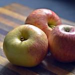 Lovely Organic Royal Gala Apples thumbnail