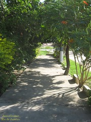 Caminho (Janos Graber) Tags: calçada caminho através rua araruamarj araruama