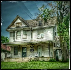This old house... (Sherrianne100) Tags: dilapidated oldhouse springfieldmo ozarks missouri