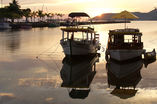 brazil-paraty-boats-at-sunrise-copyright-pura-aventura-thomas-power