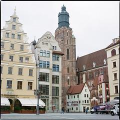 Wrocław XLVIII (__Daniele__) Tags: wrocław breslau polska polen pologne polonia poland silesia slask analogue analog film kodak portra 400 c41 6x6 120 hasselblad 500cm 80mm planar rynek