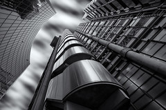 Are you experienced? (Bernhard Sitzwohl) Tags: lloyds insurance architecture bowellism outdoor city urban street bw blackandwhite fineart structure ducts pipes buildingexterior companybuilding versicherung gebäude architektur modern sw schwarzweiss fassade aussentreppe s