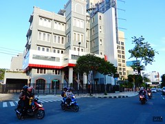 BASRA (Detta Priyandika) Tags: street jalan raya scape urban city surabaya indonesia endonezya basra suroboyo skyscrapers sidewalk skyscraper sunset