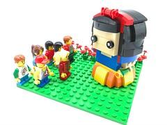 Snow White meets the dwarfs? (johncheng0809) Tags: lego brickheadz disney snow white moc