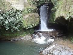 Criança sofre acidente em cachoeira de Luminárias, MG (portalminas) Tags: criança sofre acidente em cachoeira de luminárias mg