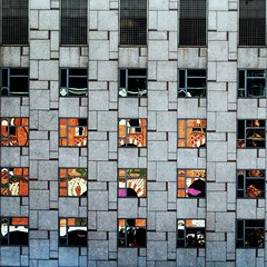 [] 5 x5 squares (estiu87) Tags: vidres glass reflexes reflections geometry geometría gebäude building blanc fassana fassade finestres front freude barcelona