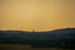 L'estrazione (Antonio Cinotti ) Tags: landscape paesaggio toscana tuscany italy italia siena hills colline campagnatoscana cretesenesi asciano nikond7100 nikon d7100 rollinghills sunset tramonto nikon18300