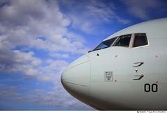 C-767 Aeronave de transporte logístico e de tropas da Força Aérea Brasileira (Força Aérea Brasileira - Página Oficial) Tags: 2016 boeing767300er brazilianairforce c767 esquadraocorsario2gav2 fab haiti ajudahumanitaria apoio bico cabine close forcaaereabrasileira fotobrunobatista frente nariz ceu ceuazul bluesky