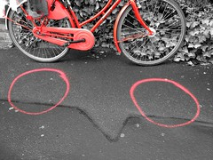 2017-05-07 | lookdown (kind of) (clemisan) Tags: darmstadt urban lookdown street bike red colorsplash