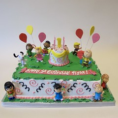 Peanuts Celebrate 1st Birthday 300221 (Creative Cakes - Tinley Park) Tags: balloons balloonspray standingnumber birthday cake first one peanuts charliebrown swirlsandsquiggles