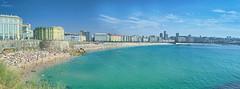 Caluroso domingo de Junio en A Coruña... (Leo ☮) Tags: calor hot domingo sunday playa orzán matadero riazor beach ciudad city urbana mar sea color luz sol arquitectura cielo sky blue azul verde esmeralda acoruña galicia