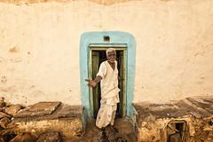 BADAMI : BIENVENUE (pierre.arnoldi) Tags: inde india badami karnataka portraitdhomme portraitsderue canon pierrearnoldi photoderue photooriginale photocouleur