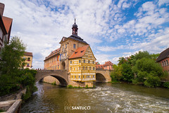 _DSC0917 (Eric Santucci) Tags: rottmeisterhaus bamberg germany deutschland river regnitz altesrathaus building architecture bridge flowers pink city attraction