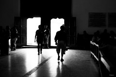 Siluetas (sierramarcos14695) Tags: santiagolalaguna solola guatemala explorando viaje trave siluetas hombres salida iglesia puerta sol luz monocromatico blanco negro blancoynegro sony a58