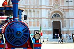 Si, viaggiare... (michelecipriotti) Tags: bologna emiliaromagna centrostorico piazzamaggiore sanpetronio chiesa trenino colori paesaggio viaggiare