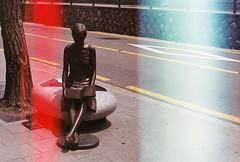 (Camila Guerreiro) Tags: film fuji expiredfilm leica lightleak superia superiareala100 leicar4 camilaguerreiro seoul southkorea expired statue analog grain