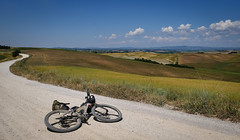 Strada Bianca (Hagbard_) Tags: tuscany tuscanytrail tuscanytrail2017 toskana toscana siena italien italia beautiful road gravelroad gravelbike fatbike bikepacking adventure unsupported exploring travel photography travelpgotography sun summer hot stradabianca