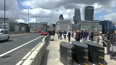 London Bridge HD (ChiralJon) Tags: market london bridge scene incident investigations terror attack borough pub street лондон 倫敦 londen 런던 londres londra londyn 伦敦 ロンドン barricade hd video pont bars attaque terre terreur ataque attacke attacco terrore aanval новости notícia nieuws noticias haber ponte brücke brug most мост aktualności