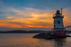 Tarrytown Lighthouse at Sunset (JMFusco) Tags: lighthouse newyorkstate landscape tarrytownlighthouse kingslandstatepark kingslandpark newyork hudsonriver westchestercounty sleepyhollow sunset