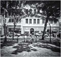 Fotografía Estenopeica (Pinhole Photography) (Samy Collazo) Tags: aristaedu400 pinhole5214x214 pinhole03mm niksilverefexpro2 lightroom3 plazadearmas camaraestenopeica pinholecamera pinhole estenopeica sanjuan oldsanjuan viejosanjuan puertorico bn bw