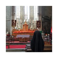 Prière à La Chaise Dieu (Yvan LEMEUR) Tags: lachaisedieu hauteloire prière christianisme jésuschrist croix eglise prier silence recueillement méditation