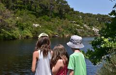 Τα παιδιά στο μικρό φράγμα - The kids in the small lake, Ikaria (Νίκος Αλμπανόπουλος) Tags: ikaria ικαρία λιμνοδεξαμενή
