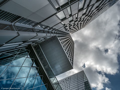 Dem Himmel entgegen (J.Weyerhäuser) Tags: frankfurt zeil hochhaus fassade skyscraper