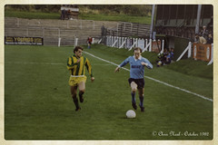 Wycombe Wanderers 2 v Dulwich Hamlet 2 09.10.1982 (CNThings) Tags: wycombe wanderers wycombewanderers bucks buckinghamshire isthmian servowarm premier kenwilson cnthings chrisneal canon tx loakespark winger football pitch stand dugout dulwich dulwichhamlet wwfc chairboys nonleague