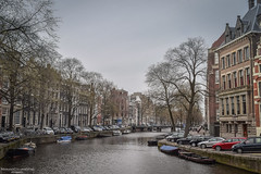 Aquatic avenue (Mariano Colombotto) Tags: amsterdam city nederland thenetherlands holanda paisesbajos holland ciudad water canal cloudy urban travel trip tourism turismo viaje nikon photographer photography