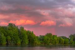 Orage en arrière plan (Danny Lamontagne) Tags: landscape sunset city paysage coucher soleil nuage cloud troisrivières québec canada canon fullframe rose pink tree