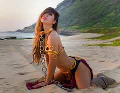 Kat Sweets as Slave Leia (Marvin Chandra) Tags: katsweets sukiyuki slaveleia star wars cosplay costume marvinchandra beach hawaii oahu sunset