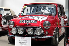#175 Morris Cooper S 1965 (seb !!!) Tags: 2017 auto automobile automovel automovil automobil coupé coach canon 1100d cars course sportive anciennes ancienne old oldtimers populaire paris seb france voiture wagen car tour optic 2000 grand palais grande bretagne anglais anglaise english british britain england race racing competition photo picture foto image bild imagen imagem rouge red rosso rojo vermelho rot blanc blanche white blanco branco bianco weiss toit roof dach techo tetto telhado classique classic klassic chrome