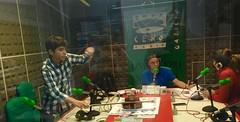 Petre Abraham Smeu tocó su violín durante la entrevista en el programa magazine de Onda Cero presentado por Ramón Castro