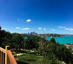 Bosphorus From a Balcony (Jonathan-Livingston) Tags: fethipasa boğaz manzara bosphorus deniz sea balcony picnic