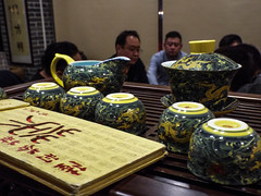 The tea ceremony (Romane Licour) Tags: tea teaceremony chinesetea asiantea ceremony cups books hongkong tsimshatsui dragons blue yellow