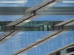 Stairway (Ed Sax) Tags: glas fassade hamburg design architecture edsax freeandhansatownofhamburg freieundhansestadthamburg fuhlentwiete zentrum blau grau