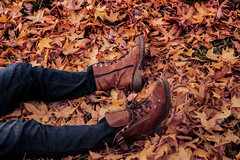 Otoño (Miranda Benlliure) Tags: autumn warmcolors otoño lightroom warm fall boots model miriadna