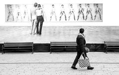 LOVE (ThorstenKoch) Tags: düsseldorf street streetphotography bnw blackwhite pattern city fuji xt10 fujifilm people photography pov photographer