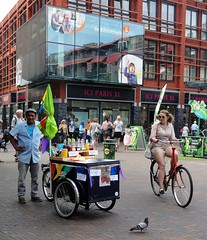 Selling snow cones on a hot day (Odddutch) Tags: schaafijs delft dutch bastiaansplein ijs snowcones duif dove fiets bike cycling bicycle cyclist biker selling public sorbet icecream bicycling biking