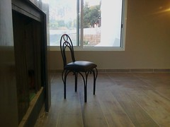 Interlocutrice (Gilbert-Noël Sfeir Mont-Liban) Tags: chaise sedia chair sol floor fenêtre window salon sessel
