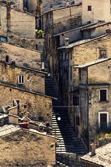 Scanno (ROSSANA76 Getty Images Contributor) Tags: scanno tetti scale linee luce ombra scorcio case paesaggio urbano patrimonio storia arte natura turismo relax parco abruzzo italia borgo bello