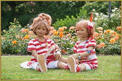 Blumenkinder ... Tivi und Sanrike ... (Kindergartenkinder) Tags: seppenrade sanrike tivi rosengarten blumen personen kindergartenkinder garten blume park frühling annette himstedt dolls